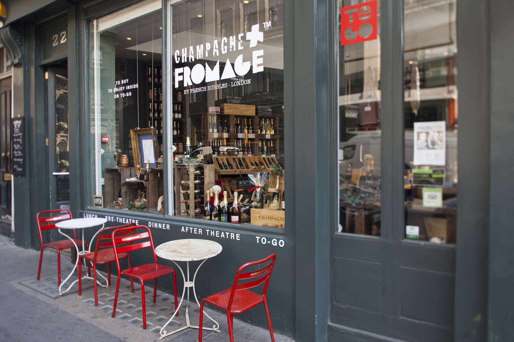champagne-et-fromage-exterior-with-tables3
