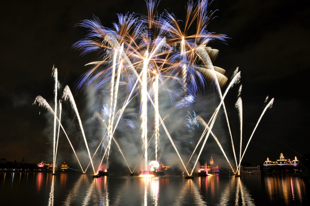 1_epcot_illuminations_2010